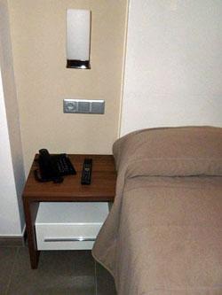 G obiologie dans la chambre for Distance entre table et luminaire